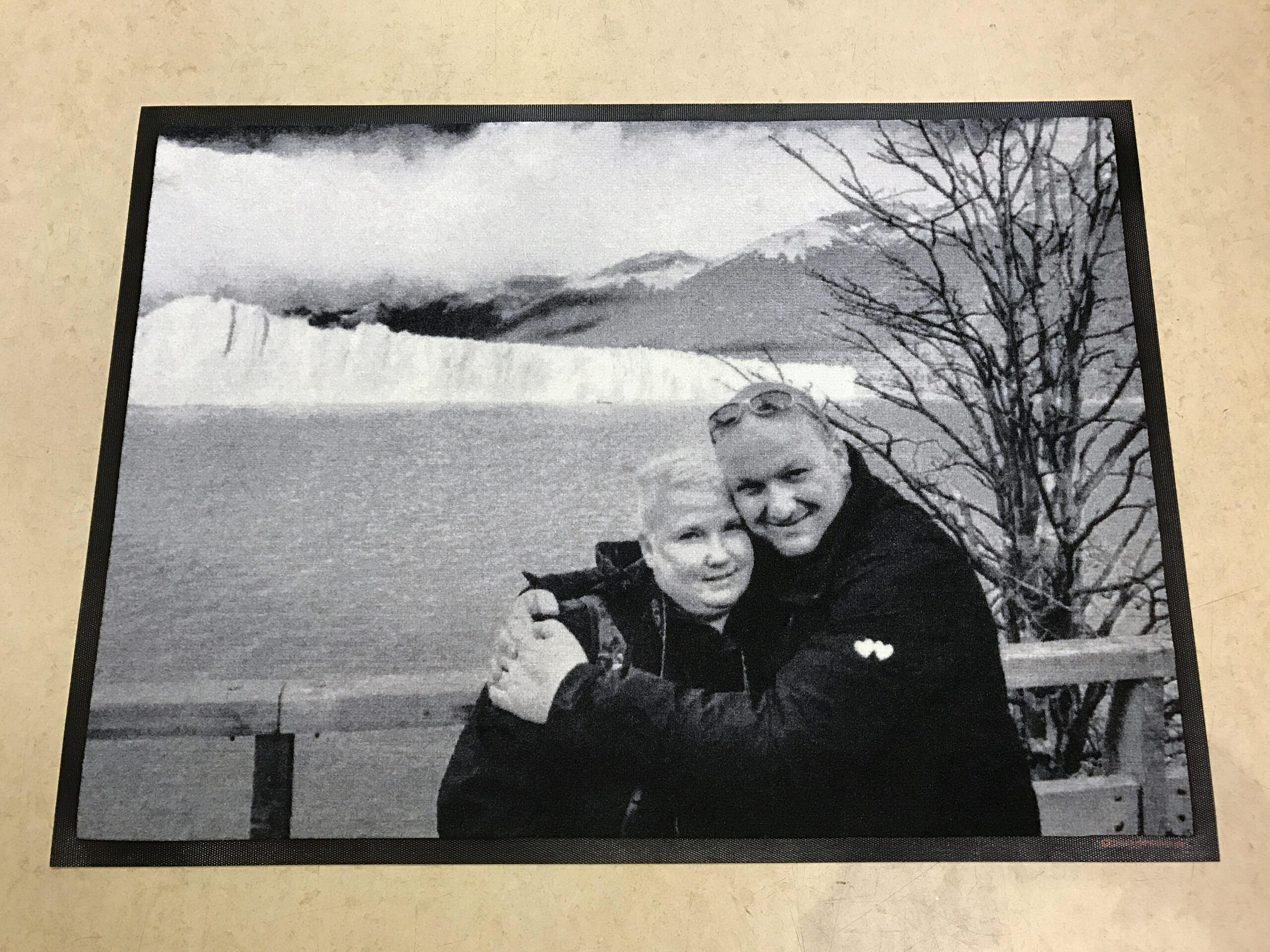 Foto-Dreckstückchen glückliches Paar.
